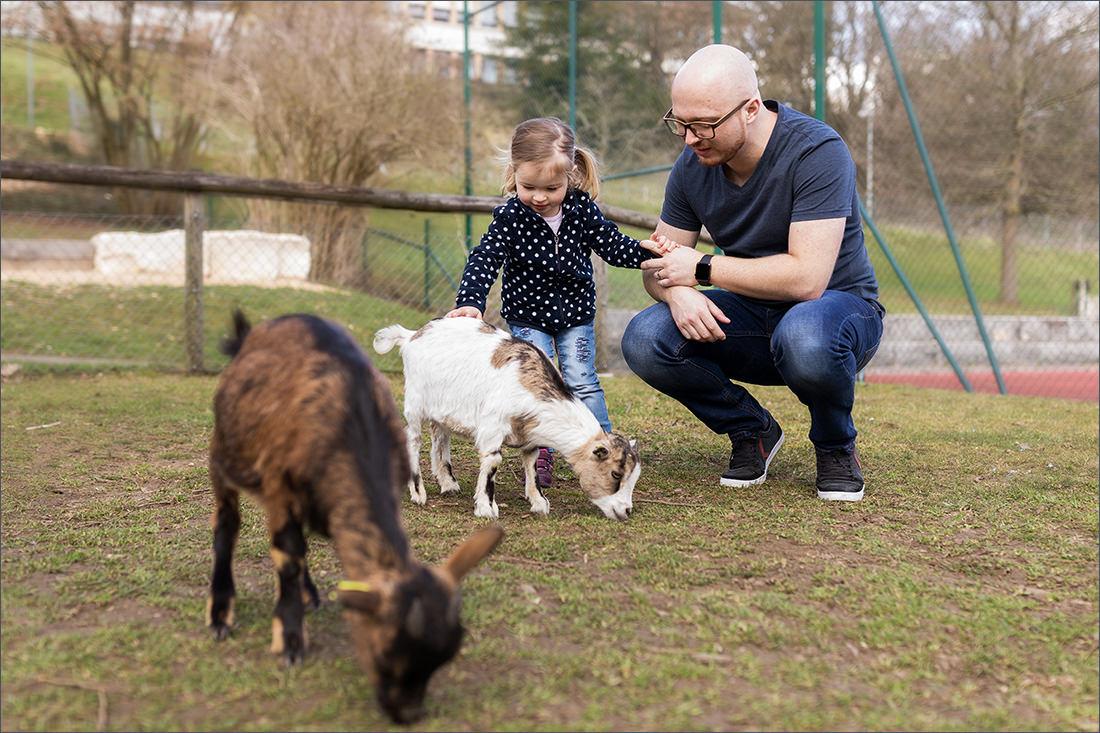 Familie im Tierpark