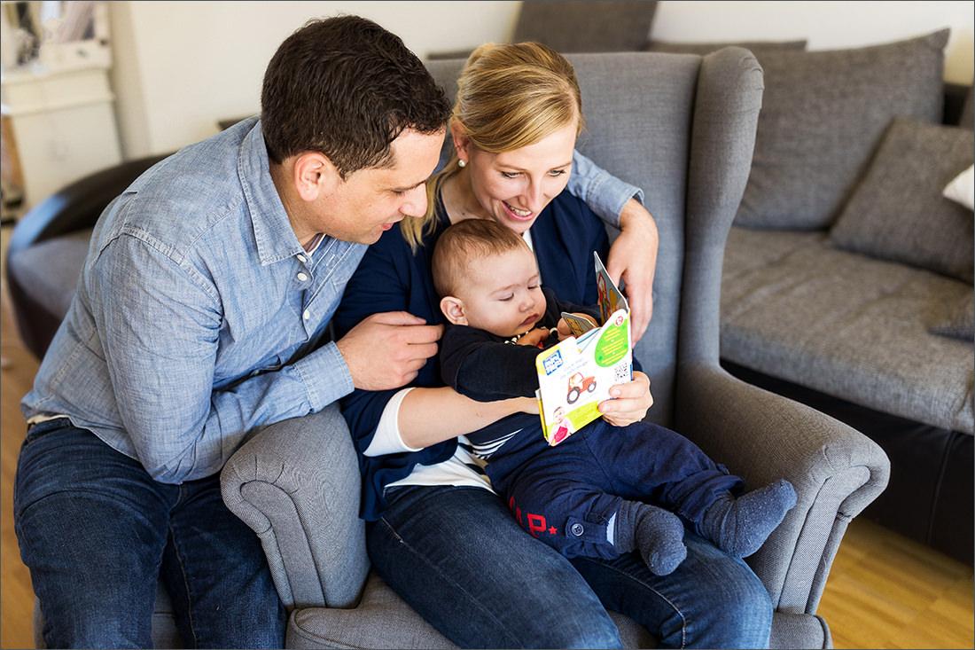 Homestory Familienfotografin Soraya Haessler fotografiert liebevoll eine Familie in ihren eigenen Zuhause.